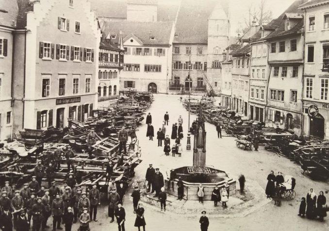 Für das Heer angekaufte Schlitten auf der Hofstatt, 1916.